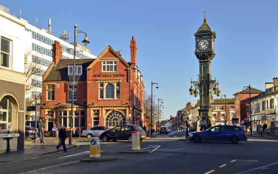 Chamberlain_Clock_and_the_Rose_Villa_Tavern,_Jewellery_Quarter,_Birmingham_UK_meitu_1